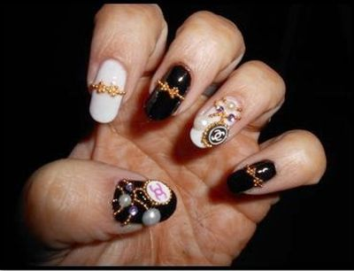 35 beautiful black white nail art designs and ideas 2017 a beautiful golden stone with black white nail art prinsesfo Gallery