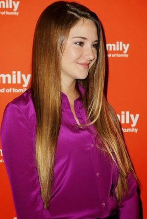 Very Sweet and Cool Charming Shailene Woodley Pink Dress and Straight Hair Amazing Look