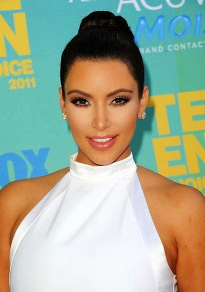 17. Classic Bun Haircut Ideas For Kim Kardashian