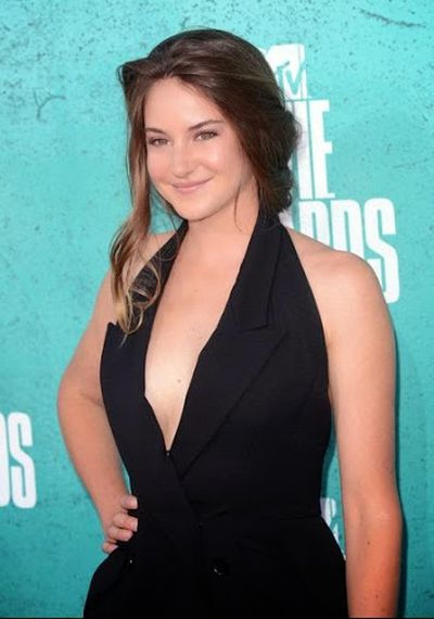 Shailene Woodley Beautiful and Cute Fishtail Braided Hair and Waves Hairstyle at 2012 MTV Movie Award