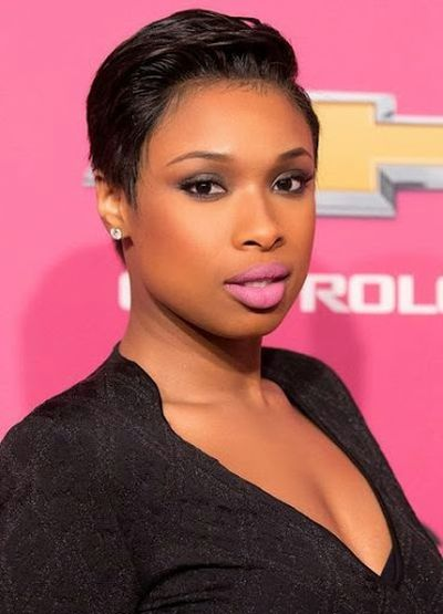 Jennifer Hudson Short Wavy Hairstyle with Pink Lip Look
