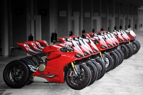 Full high definition pics and images of red color bike for mobiles