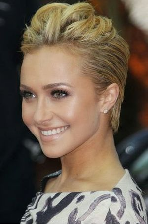 Hayden Panettiere Cool and Stylish Short Hairstyle
