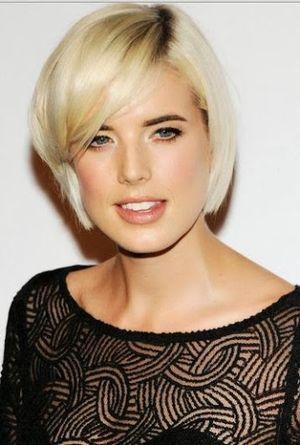 Agyness Deyn (Fashion Model) Short Straight Hairstyle
