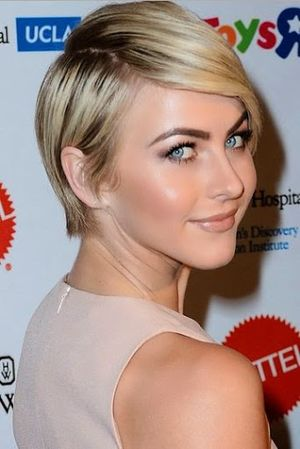 Julianne Hough Short Club Side-Swept Hairstyle