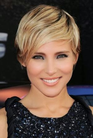 Elsa Pataky One Side all Hair Sweep Short Hairtyle