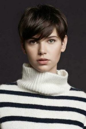 Sweet and Stylish Casual Short Hairstyle For Women