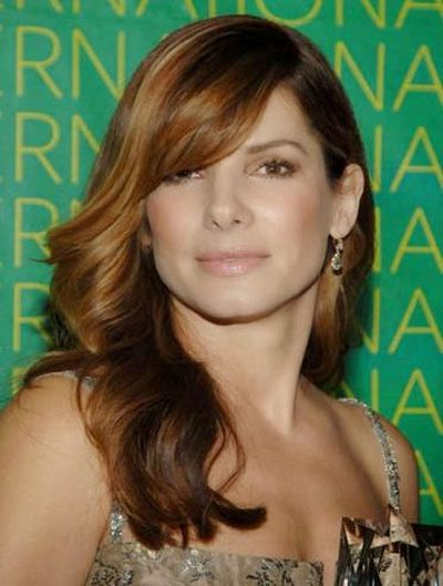 Sandra Bullock One Side Shoulder Wavy Hairstyle