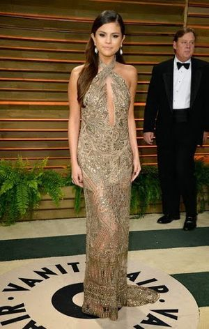 Selena Gomez Long Hair Side Sweep Hairstyle On Oscar Party