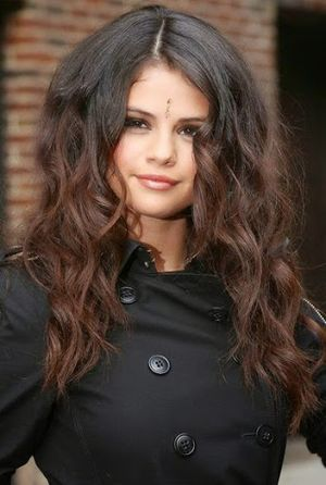 Selena Gomez in Indian Style Face Look and Long Wavy Hairstyle