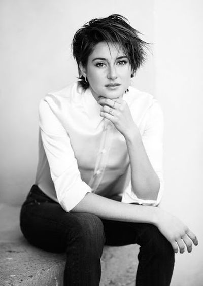 Shailene Woodley Black and White Pictures in 2015 Messy Hairstyles Look.